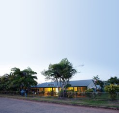 Coen-Guesthouse-At-Dusk-300